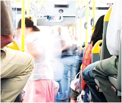 Resultado de imagem para transporte publico desrespeita idoso